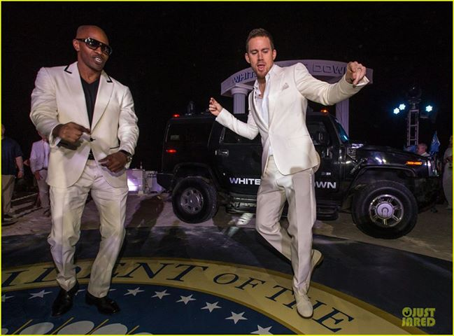Jamie Foxx and Channing Tatum dancing on a blow-up of the Presidential seal to promote White House Down
