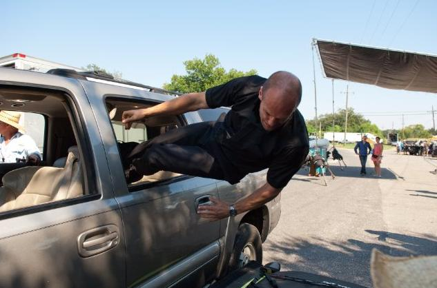 Jason Statham practicing jumping out of the van in Parker
