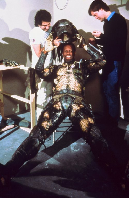 http://www.actionmoviefreak.com/Kevin-Peter-Hall-as-the-Predator-1987.jpg