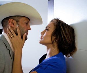 Jennifer Lopez holding Jason Statham's face in her hands in Parker movie