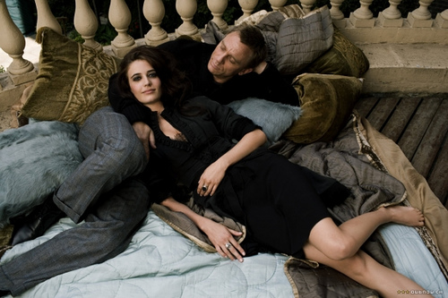 Daniel Craig and Eva Green dressed in elegant but casual clothes pose on a bed in Venice during film Casino Royale