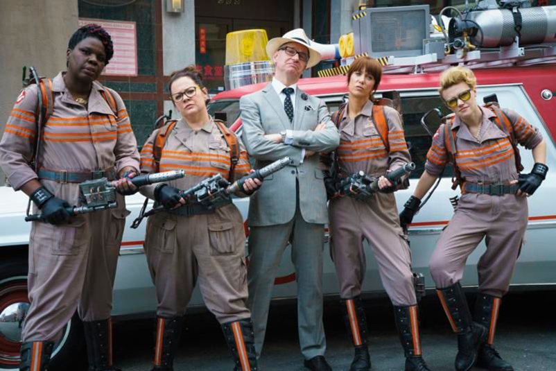 cast of 2016 Ghostbusters with Director Paul Feig
