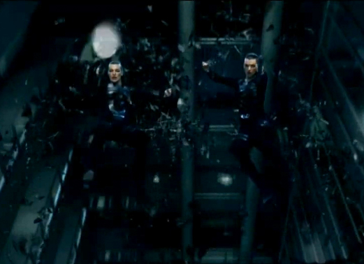 backwards fall while shooting stunt by the two Alices in Resident Evil Afterlife REAL: 3D